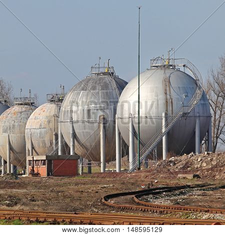 Big Storage Tanks for Liquefied Natural Gas