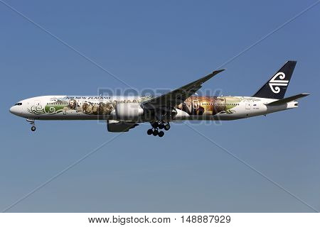 Air New Zealand Boeing 777-300Er Hobbit Airplane