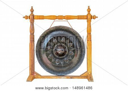Gong hang on wooden column with rope