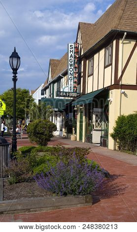 New York-june 8: The Venerable Shagwong Tavern Restaurant On The Montauk Highway, The Hamptons Is Se