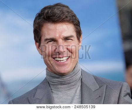 LOS ANGELES - APR 10:  Tom Cruise arrives to the