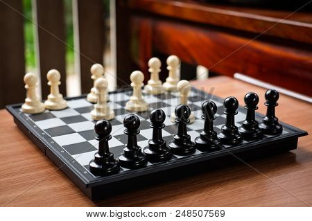 Chess White Pawn Invade (attack) Black Pawn For Leader Background Or Texture - Business & Strategy C