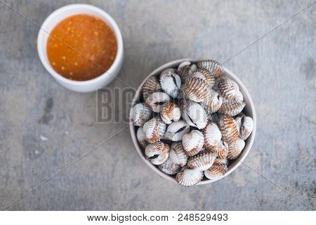 Boiled Cockles Served With Thai Spicy Sauce.