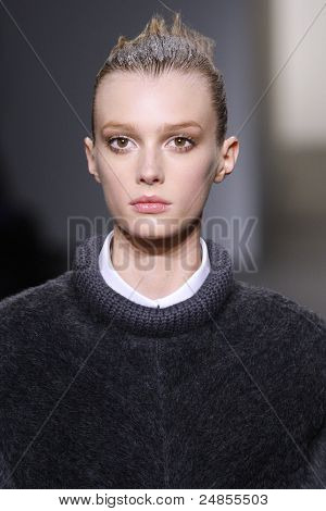 Calvin Klein - Runway - Fall/Winter 2011 Collection - New York Fashion Week