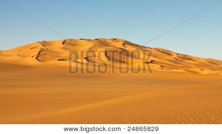 Endless Sand Sea In The Sahara Desert