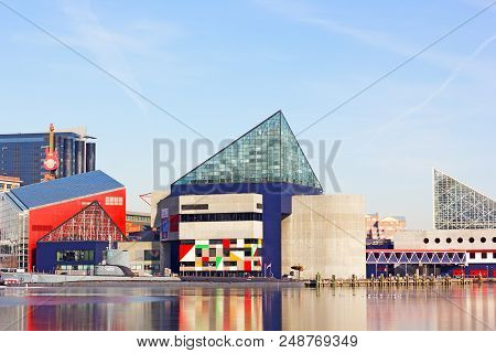 Baltimore, Usa - January 31, 2014: National Aquarium, Historic Submarine Torsk At Inner Harbor On Ja