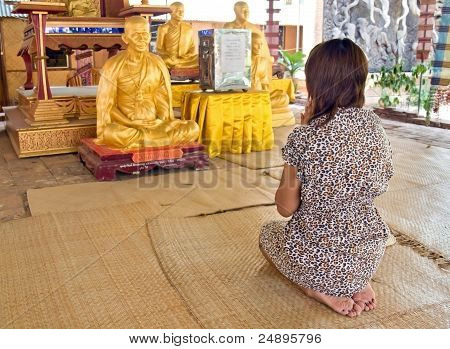 woman praying in a Buddhist temple