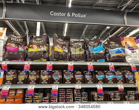 Orlando, Fl/usa-1/29/20: A Display Of Castor And Pollux Organix And Pristine Cat Food At A Petsmart