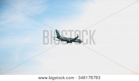 Faro, Portugal - May 1, 2018: Plane Boeing 737-8k2 Of The Company Transavia On Approach To Faro Inte