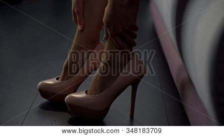Lady With Flat Feet Can't Walk In Heels Due To Excessive Pain, Footgear Issues