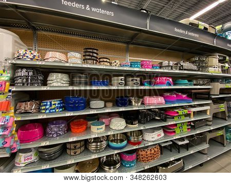 Orlando, Fl/usa-1/29/20: A Display Of Pet Feeders And Waterers For Sale At A Petsmart Superstore Rea