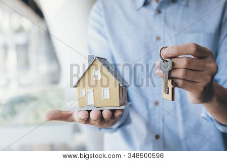 Real Estate Broker Residential House Rent Listing Contract. Offer Of Purchase House, Rental Of Real