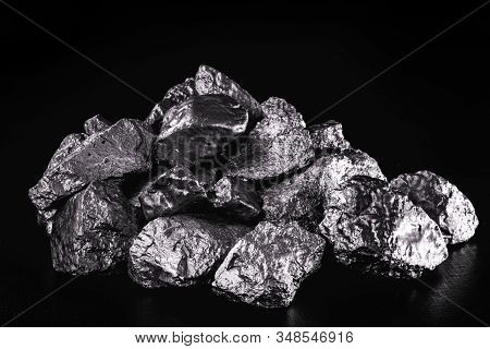 Platinum Is A Chemical Element Used In The Chemical Industry As A Catalyst For The Production Of Nit
