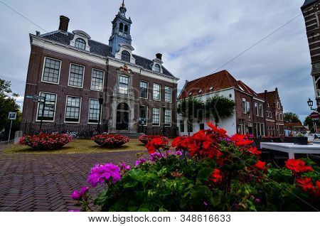 Edam, The Netherlands, August 2019. The Historic Center Is Adorned With Planters With Bright And Vib