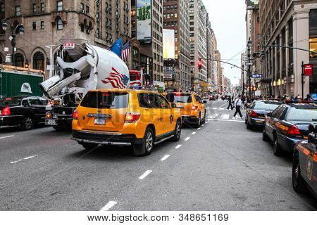 NEW YORK, NY, USA - NOVEMBER 5, 2014: Busy street at rush hour. View from Seventh avenue near Madison Square Garden.