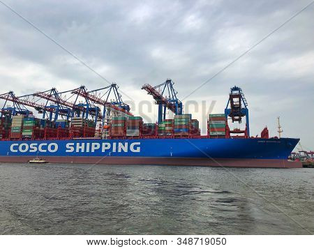 Hamburg,germany - August 17,2018: The Container Ship Cosco Shipping Leo In Hamburg Harbor. Universec