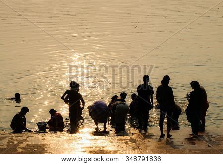 Kolkata,west Bengal/india-march 22 2018:human Figures Stand At The Steps Of A Ghat,silhouetted Again