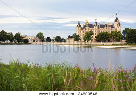 Schwerin Castle, seat of the Landtag of Mecklenburg-Vorpommern and the Schwerin lake