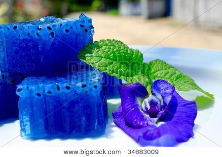 Thai Gelee und Schmetterlings-Erbse-Blume
