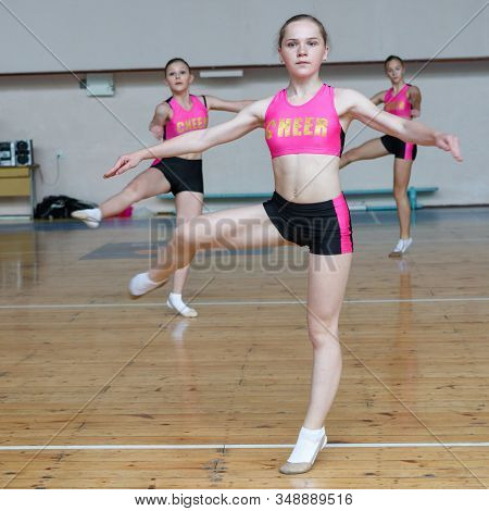 Dancers Shows Off Their Moves - Pirouette, Girls In Black And Pink Sportswear Train At The Gym, Spor