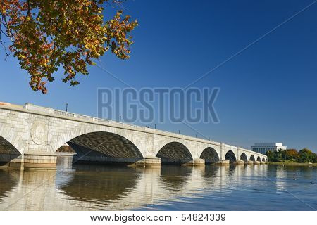 Washington DC, Memorial Bridge in Autumn