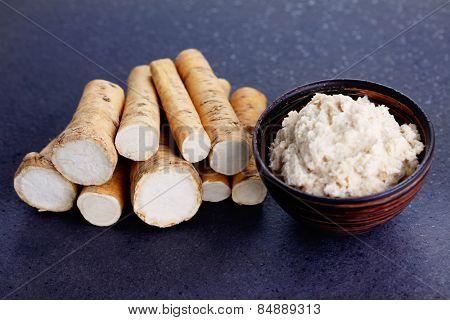 horseradish root and grated horseradish