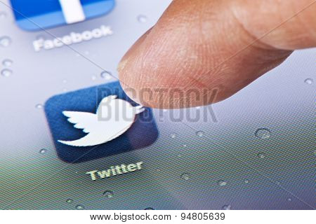Macro image of clicking the Twitter icon on an iPad