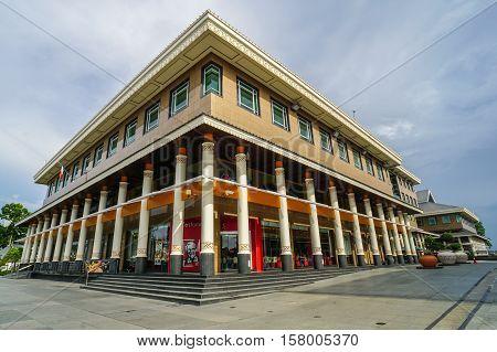 Bandar Seri Begawan,Brunei-Nov 12,2016:Yayasan Sultan Haji Hassanal Bolkiah Complex at Bandar Seri Begawan,Brunei Darussalam .The largest shopping mall in Bandar Seri Begawan