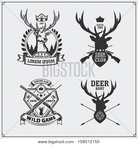 Deer hunt. Set of vintage hunting labels, badges and design elements.