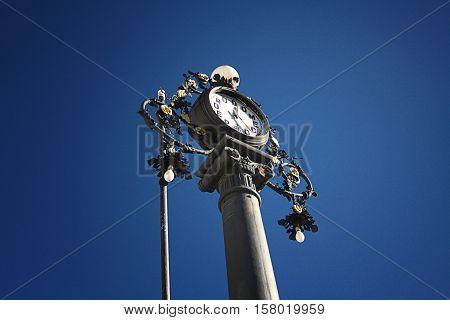 Старинные часы. мир часов и уникальны