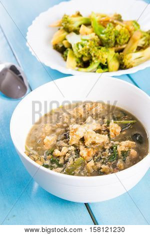 mung beans soup with spicy dried crispy pork fat