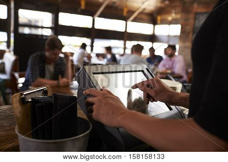 Preparing the bill at a restaurant using a touch screen till