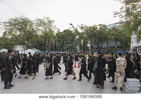 BANGKOK THAILAND - NOV 22 : moving of mourners queue up in sanam luang for into Grand Palace while the funeral of king Bhumibol Adulyadej on november 22 2016