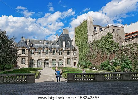 Hotel De Sully With Beautiful Garden In Paris