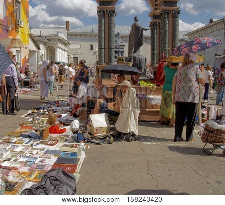 MOSCOW, RUSSIA - July 31, 2016: Buyers and sellers of a flea market in the courtyard of the Museum of Moscow on a hot day. July 31, 2016 in Moscow, Russia
