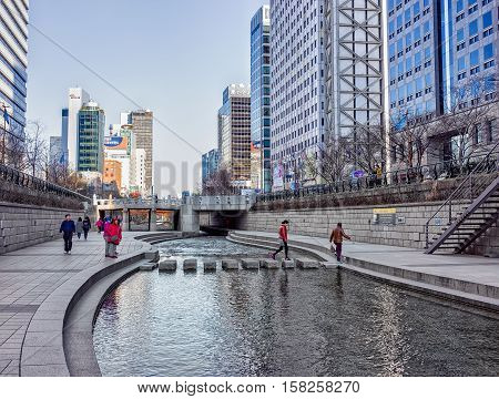 Urban Park At Cheonggyecheon Public Walkway In Seoul