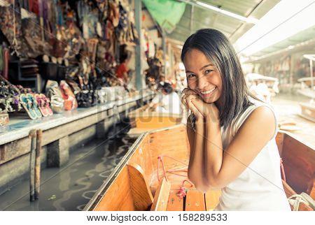 Thai woman at the floating market in Bangkok