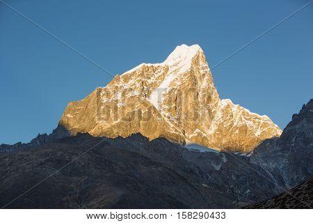 sunrise on snow capped mountain on the way to everest base camp. sagarmatha national park. nepal