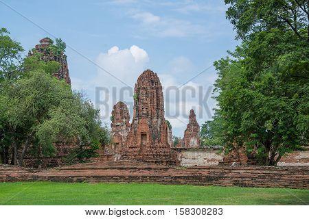 Wat Mahathat temple Ayutthaya Historical Park Phra Nakhon Si Ayutthaya Ayutthaya THAILAND. Ancient city.