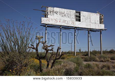 Sinal de deserto em decomposição