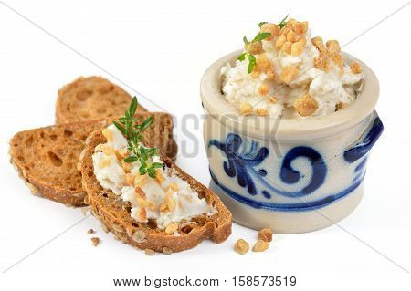 Spicy crackling lard in a rustic stoneware pot and as a spread on rye bread with thyme