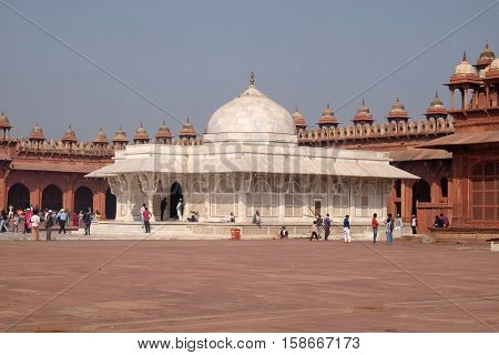 FATEHPUR SIKRI, INDIA - FEBRUARY 15 : Tomb Of Sheikh Salim Chisti in Fatehpur Sikri, Uttar Pradesh, India on February 15, 2016.