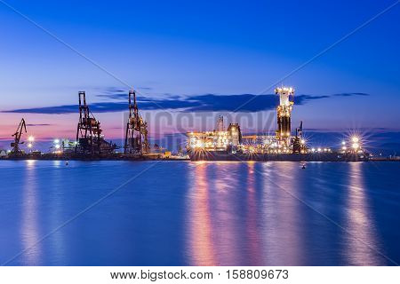 NOBLE GLOBETROTTER II - 21th April 2016 - Drill ship Beautiful sunrise Port Burgas Bulgaria