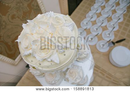 wedding cake with roses stands on the table
