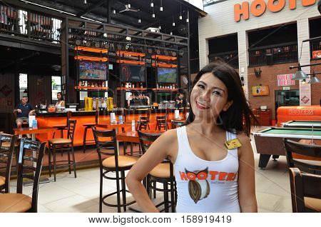 Hooters Girl Poses For Photo In Hooters Restaurant