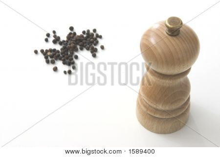 Pepper Mill With Peppercorns