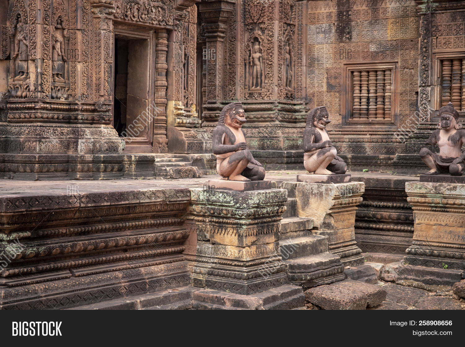 The tradition of stone carving in cambodia artisans d angkor