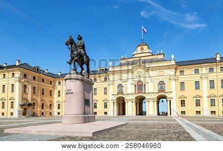 Strelna, Saint Petersburg, Russia - August 9, 2017: Konstantinovsky Palace And The Monument To Peter
