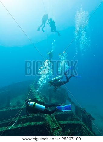 Divers' ascent