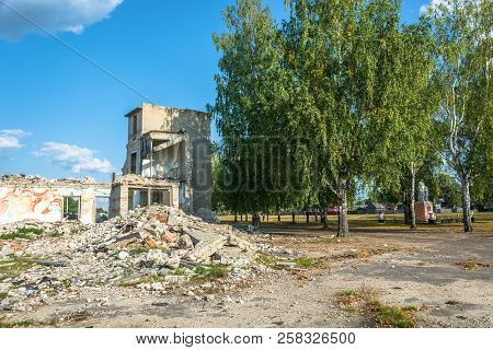 The Ruins Of A Large Stone Building In The Center Of The Village Of Pervomayka, Russia.